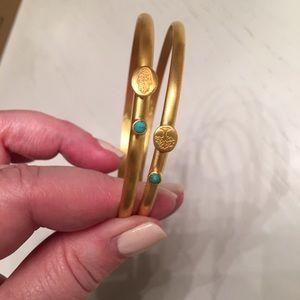 2 bracelets in set